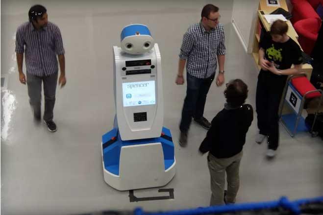 Spencer, el robot que te guiará por el aeropuerto de Ámsterdam