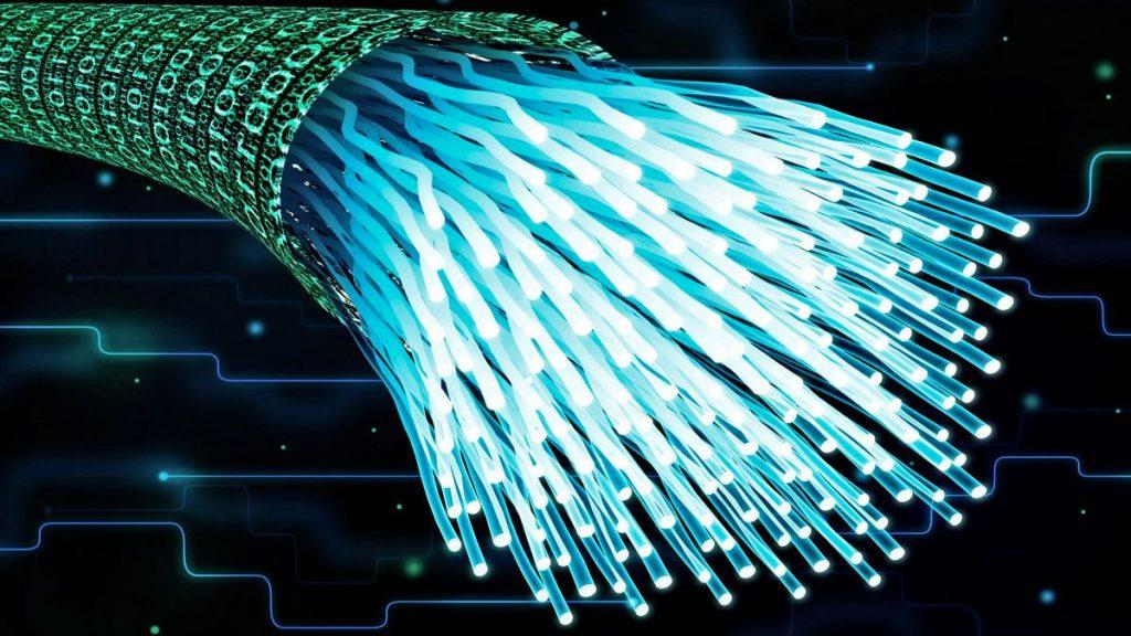 ¿Qué es la fibra óptica y cómo funciona?
